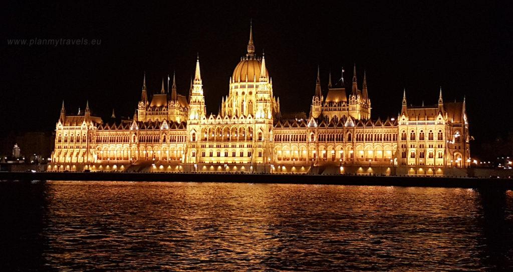 Budapeszt - top 5 atrakcji, Parlament Węgierski nocą nad Dunajem
