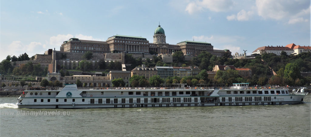 Budapest - top 5 attractions, Royal Palace in Budapest and Danube river