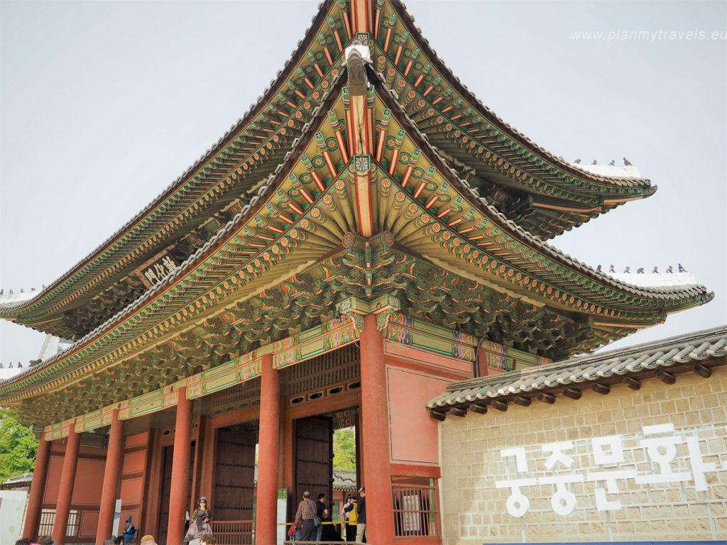 Brama główna do pałacu Changdeokugung w Seulu, Korea Południowa