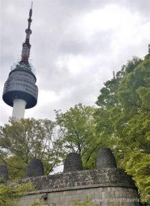 Korea Południowa. góra Namsan, N-Seoul Tower. starożytne wieże - beacons, Seul jak spędzić czas wolny