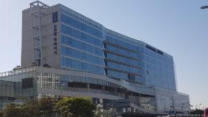 hotel Novotel w Suwon, po wyjściu z dworca