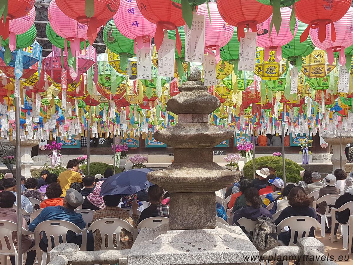 Urodziny Buddy, świątynia Donghaksa w Gongju