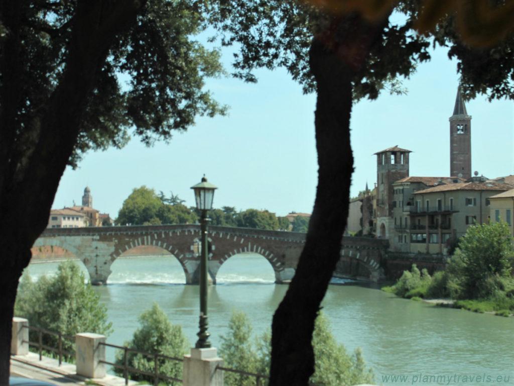 Werona Kamienny Most, Ponte Pietra, zwiedzanie Werony, wycieczka po Weronie, miejsca warte odwiedzenia w Weronie, przewodnik po Weronie