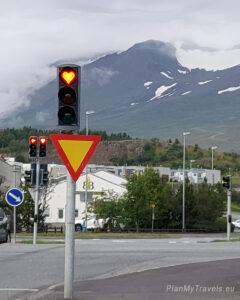 Islandia, Akureyri światła drogowe, heartsofakureyri