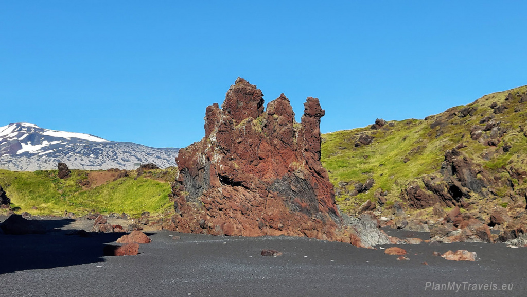"""Zachodnia Islandia, półwysep Snaefellsnes, Plaża Djupaonssandur, Söngklettur """"Śpiewająca Skała"""""""