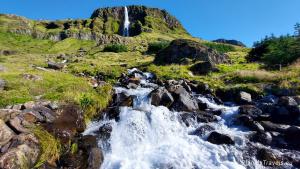 Islandia, półwysep Snaefellsnes, wodospad Bjarnarfoss