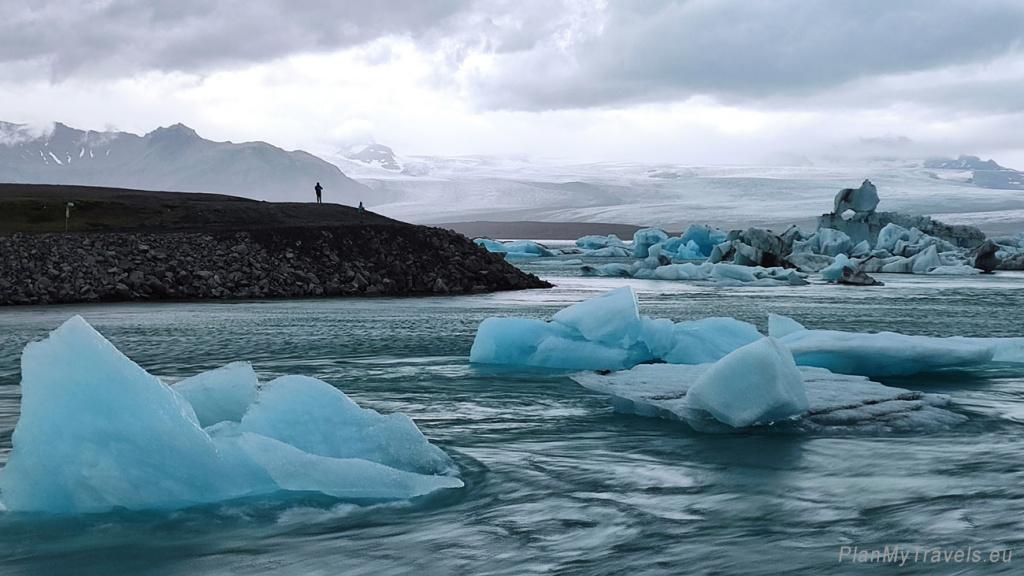 Jökulsárlón glacier lagoon and Vatnajökull glacier